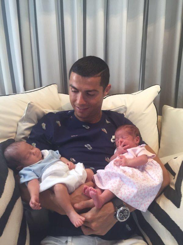 Ronaldo shows off his twin baby boys