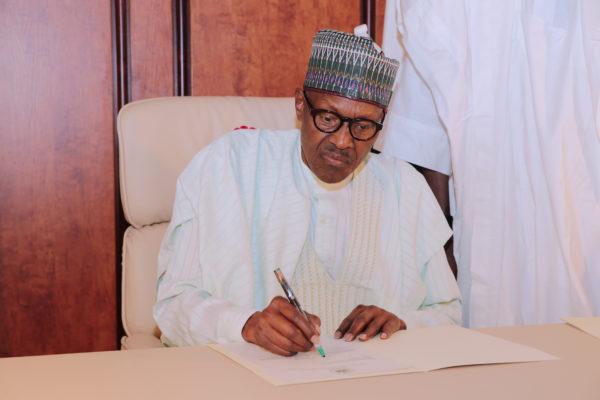 Breaking: Buhari meets leaders of APC, PDP