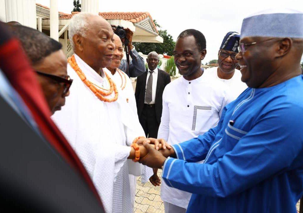 PHOTOS: Atiku visits Oba of Benin Omo N' Oba Ewuare II
