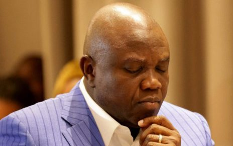 Alleged N9.9bn fraud: EFCC storms Ambode's home in Epe, says 'we are there for ongoing investigation'/newsheadline247