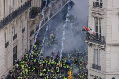 Tear gas, mass arrests as new 'yellow vest' protests hit Paris