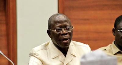 Oshiomhole on Atiku again, says former VP can't travel anywhere but Dubai