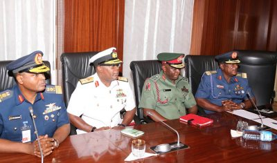 Just In: Buhari in crucial meeting with service chiefs, some northern governors