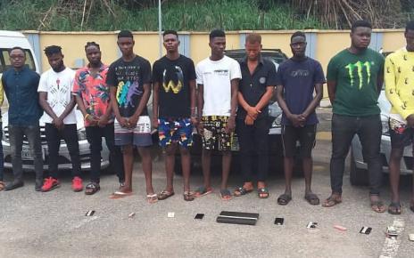 Cybercrime: EFCC raids Yahoo boys hideout in Edo, seizes 26 phones, cars/newsheadline247