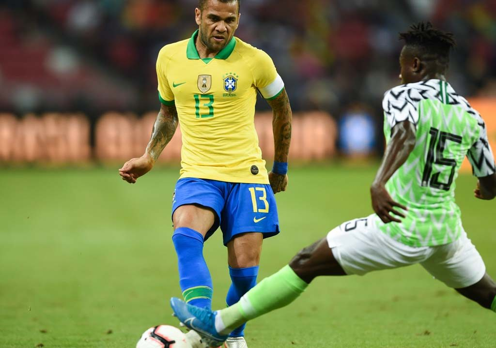 Neymar limps off as Brazil draw with Eagles