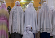 Muslim devotees offer prayers on the first night of Ramadan, in Bireuen of Aceh province, Indonesia, on April 23, 2020. AMANDA JUFRIAN / AFP