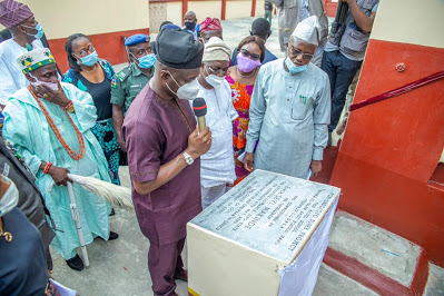 Oyo: Gov Makinde Commissions Ipapo Basic Model School - newsheadline247.com