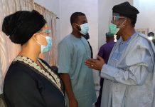 Kashamu: Ex-Ogun Gov. Daniel pays condolence visit to widow, family in Ijebu Igbo [Photos] - newsheadline247.com