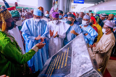 Buhari commissions N616 billion Lagos-Ibadan railway project - newsheadline247.com